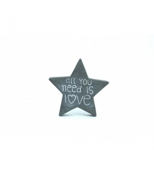 Πέτρινο αστέρι με λογότυπο.
