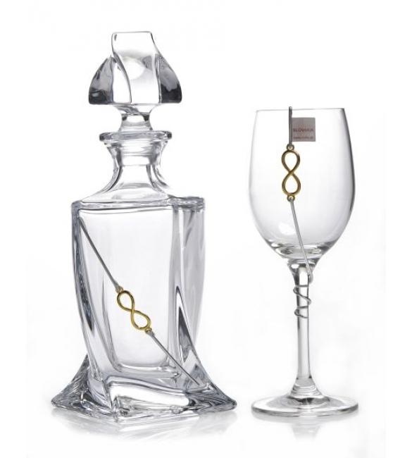 Ποτήρι και καράφα για γάμο στολισμένα που συνδιάζονται με τα στέφανα γάμου.